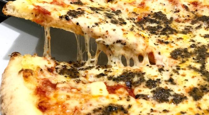 PIZZA CON SALSA DE TRUFAS