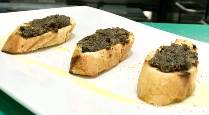 TOSTADAS CON SALSA DE TRUFAS